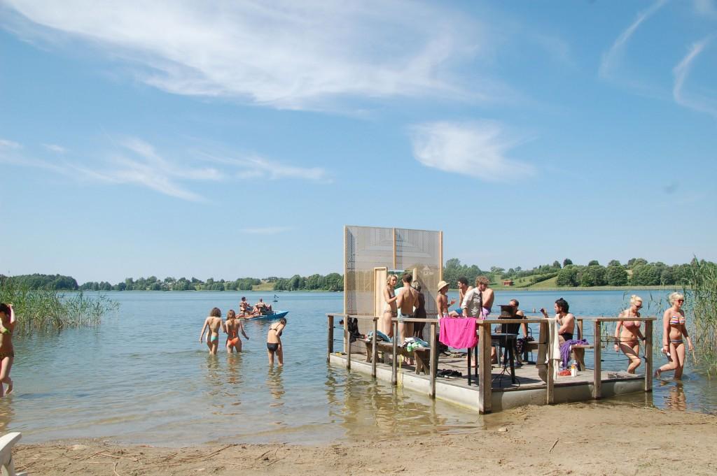 Lago del festival Strcamp en Lituania. Con Diamantes Brutos.