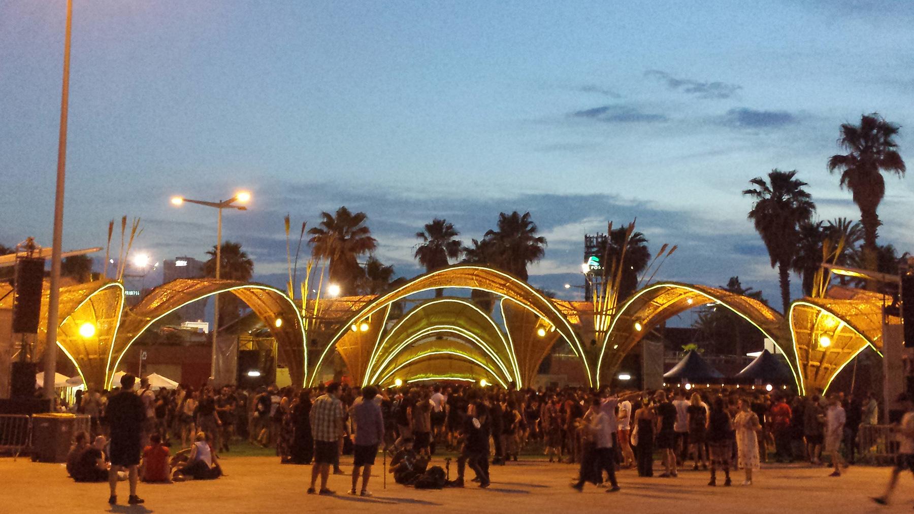 Según cifras oficiales, son casi 200 mil los que asisten al festival.